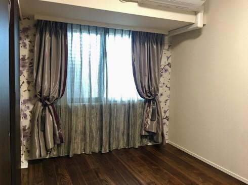 壁とカーテン